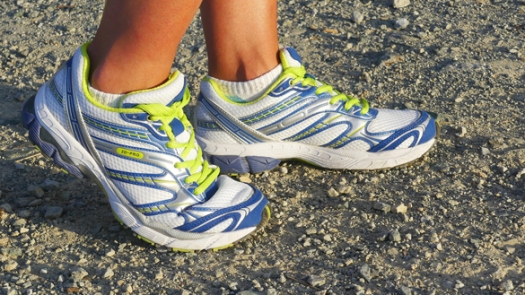 running-shoes-2661558_1920